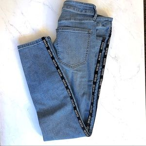 Guess Jeans w Black Vertical Graphic Stipes